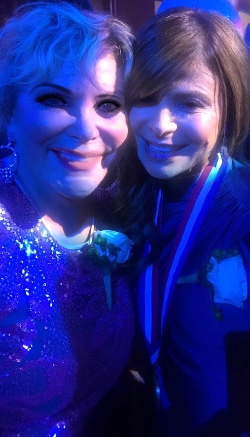 Wendy Federman with fellow Ellis Island Medal of Honor recipient, Paula Abdul